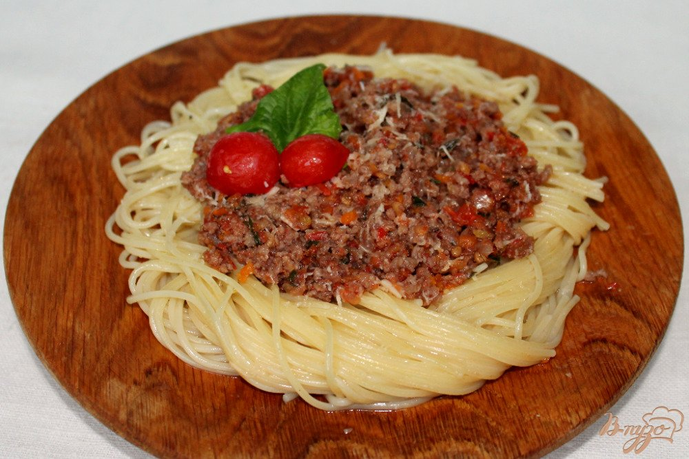 Фото приготовление рецепта: Спагетти болоньезе шаг №11