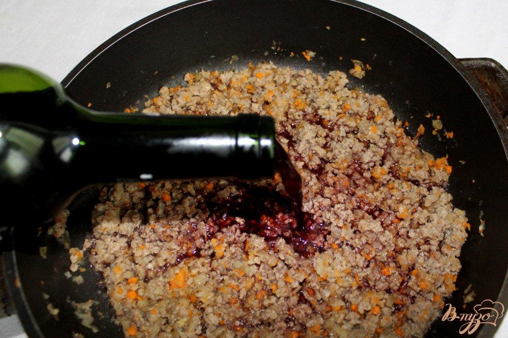 Фото приготовление рецепта: Спагетти болоньезе шаг №4