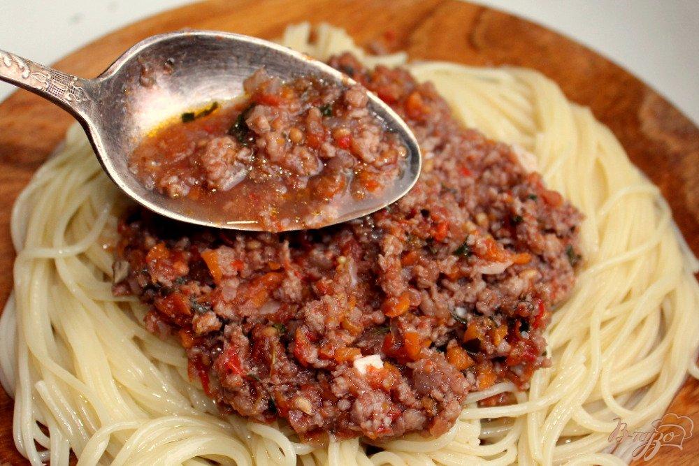 Фото приготовление рецепта: Спагетти болоньезе шаг №10