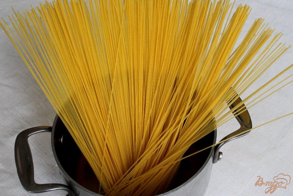 Фото приготовление рецепта: Спагетти болоньезе шаг №8