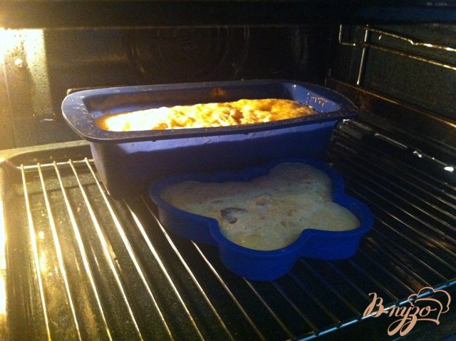 Фото приготовление рецепта: Манник с цукатами и изюмом шаг №9