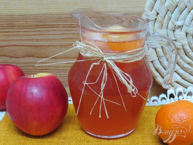 фото рецепта: Комтот из яблок, клюквы и клубники