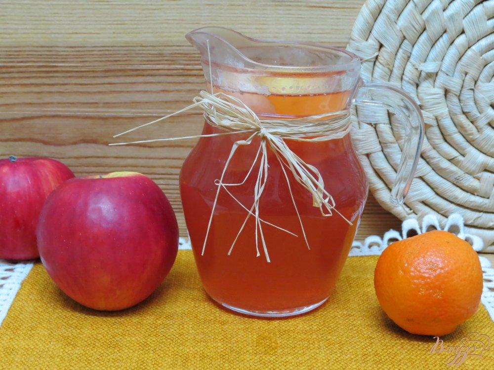 Фото приготовление рецепта: Комтот из яблок, клюквы и клубники шаг №6
