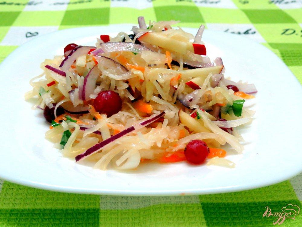 Фото приготовление рецепта: Витаминный зимний салат шаг №6