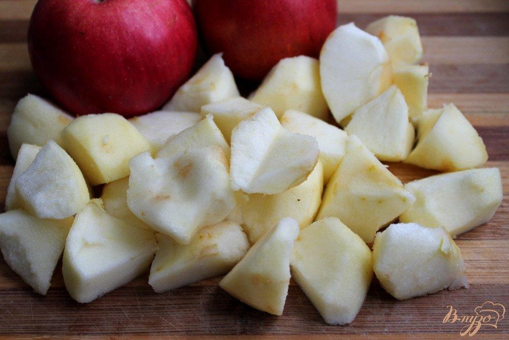 Фото приготовление рецепта: Овсяный пирог с яблоками шаг №4