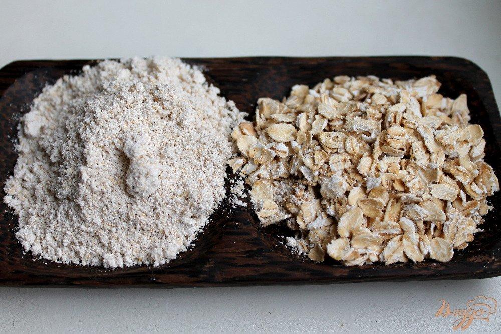 Фото приготовление рецепта: Овсяный пирог с яблоками шаг №2