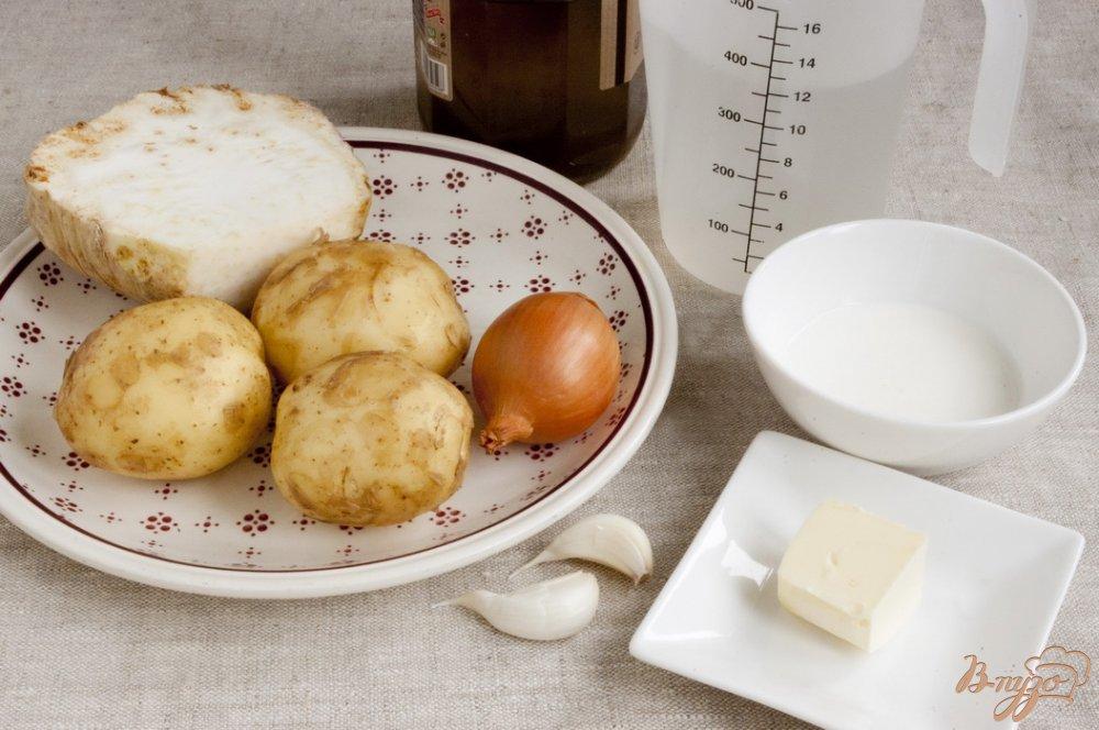 Фото приготовление рецепта: Крем-суп из сельдерея шаг №1