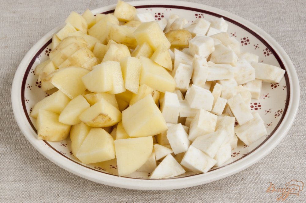 Фото приготовление рецепта: Крем-суп из сельдерея шаг №4