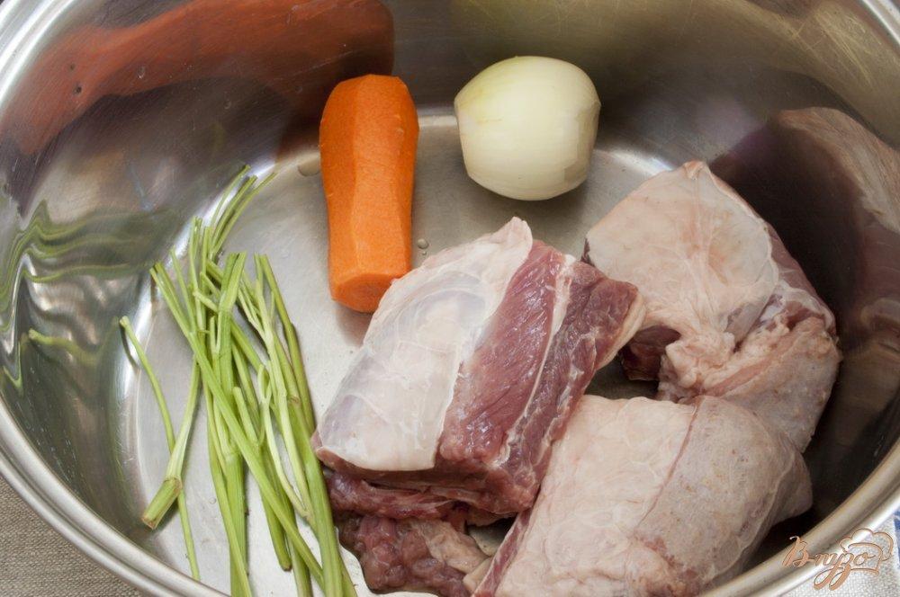 Фото приготовление рецепта: Щи из молодой капусты шаг №2