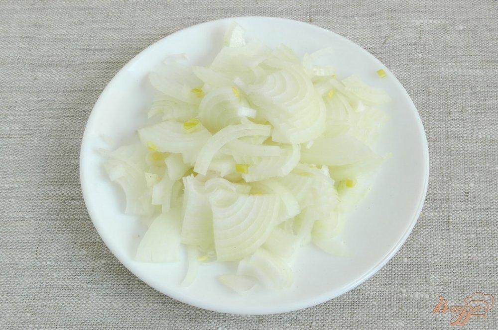 Фото приготовление рецепта: Щи из молодой капусты шаг №4