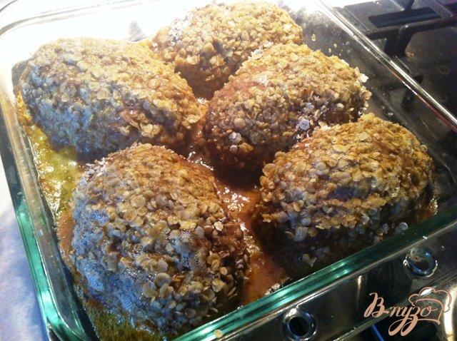 Фото приготовление рецепта: Зразы с черносливом, чесноком и сыром. шаг №11