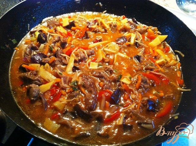 Фото приготовление рецепта: Говядина с китайской овощной смесью шаг №5