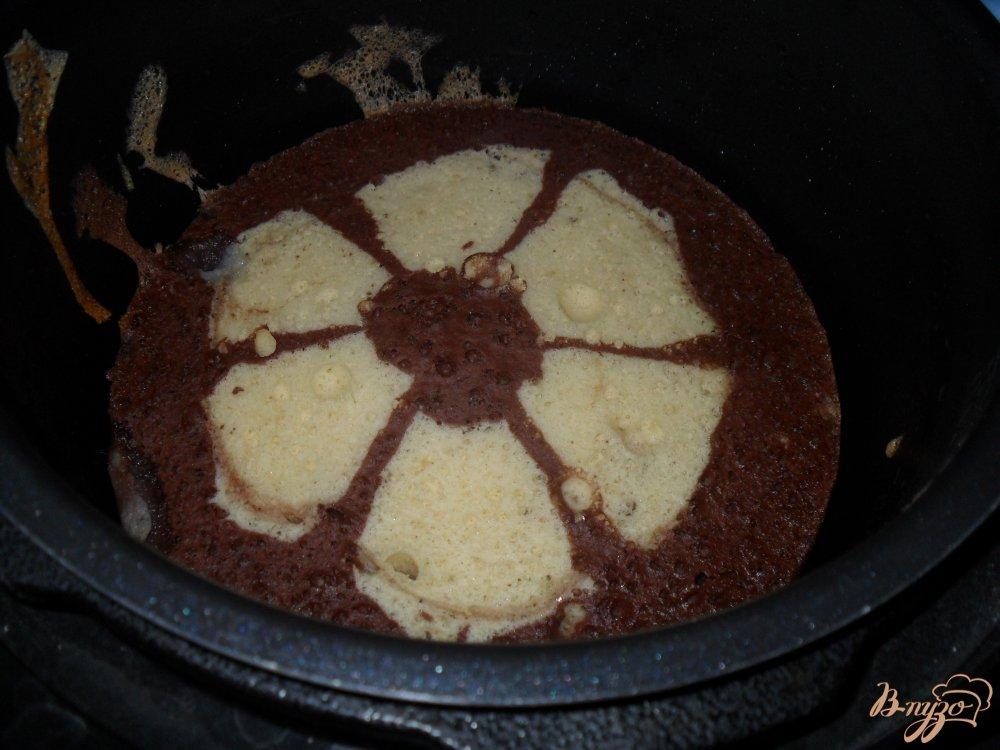 Фото приготовление рецепта: Необычная шарлотка в мультиварке шаг №8