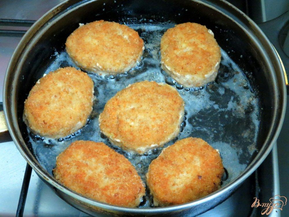 Фото приготовление рецепта: Котлеты с сыром шаг №8