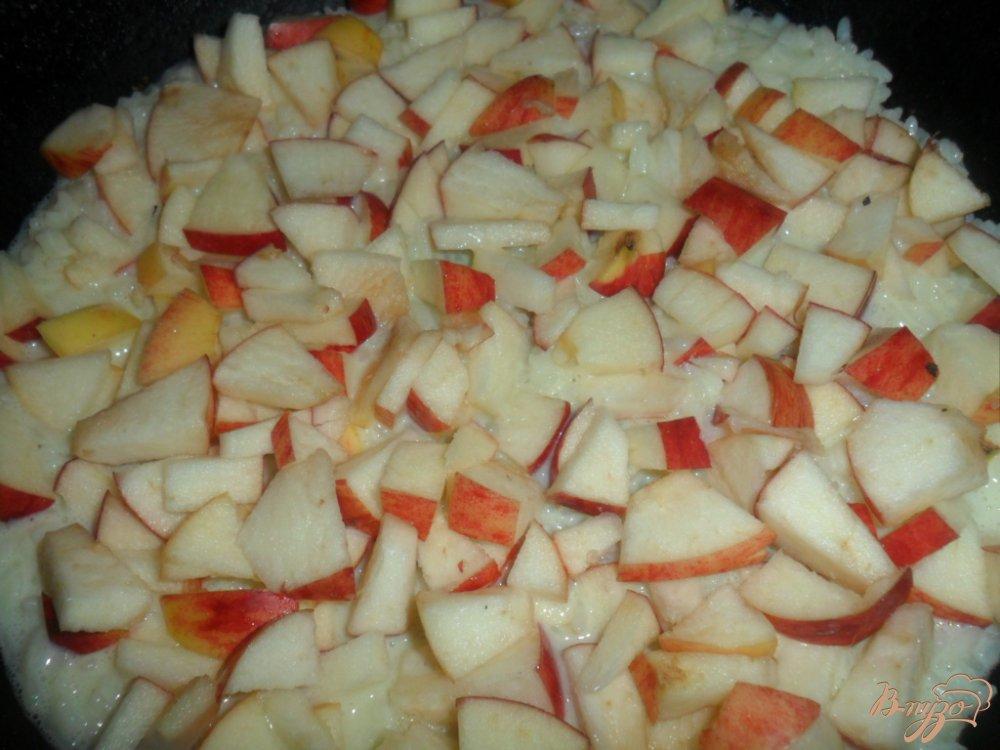 Фото приготовление рецепта: Рисовая запеканка с яблоками шаг №5