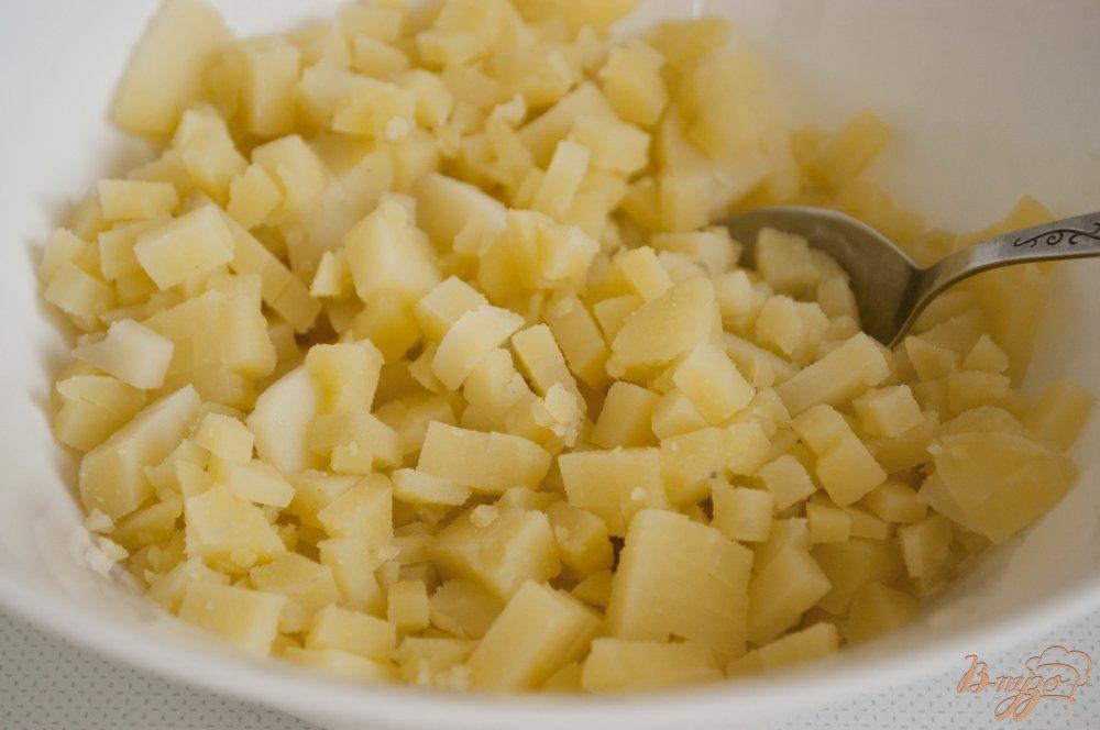 Фото приготовление рецепта: Салат с картофелем и плавленым сырком шаг №1