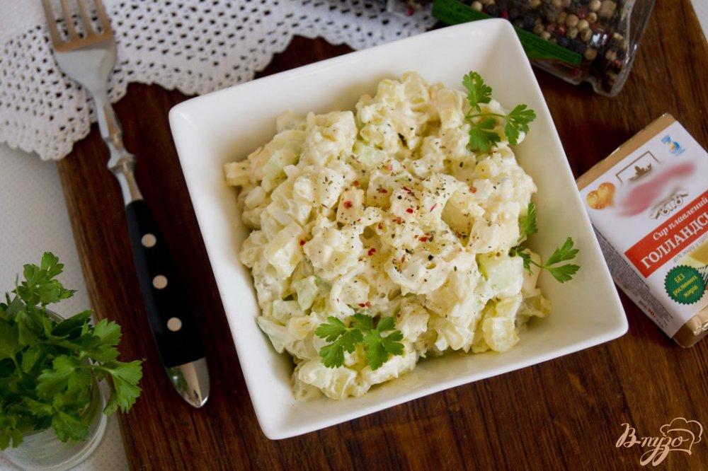 Фото приготовление рецепта: Салат с картофелем и плавленым сырком шаг №6