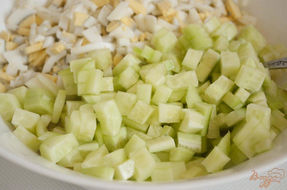 Фото приготовление рецепта: Салат с картофелем и плавленым сырком шаг №2
