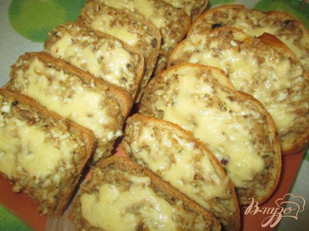фото рецепта: Горячие бутерброды с сайрой