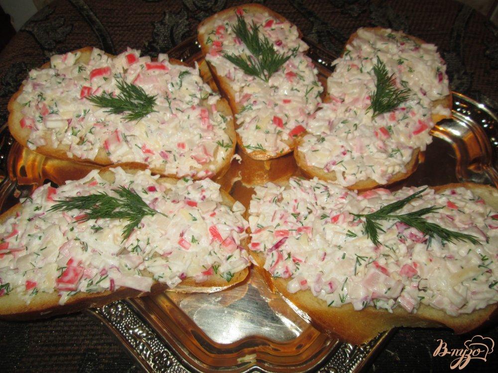 Фото приготовление рецепта: Тапас с редисом и крабовыми палочками шаг №8