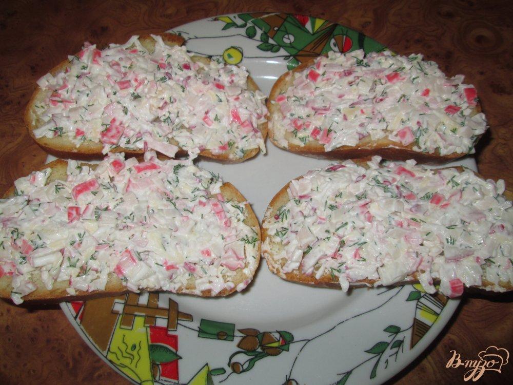 Фото приготовление рецепта: Тапас с редисом и крабовыми палочками шаг №7