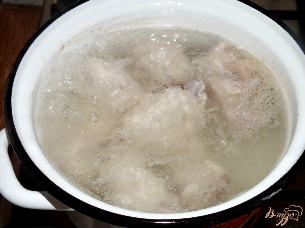 Фото приготовление рецепта: Куриный суп с домашней лапшой шаг №2