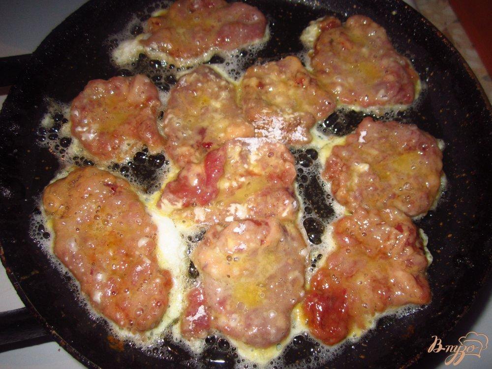 Фото приготовление рецепта: Мини отбивные с куриных сердец в соевом соусе шаг №3