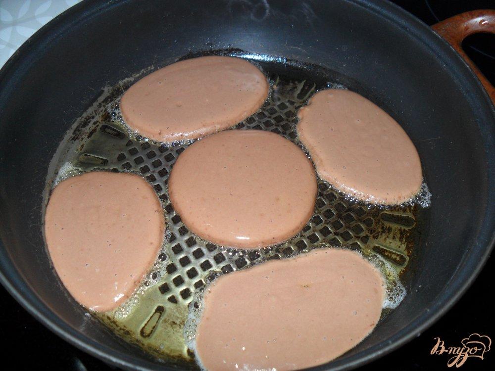 Фото приготовление рецепта: Шоколадные оладьи шаг №4
