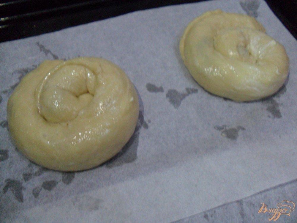 Фото приготовление рецепта: Булочки с вареньем шаг №7