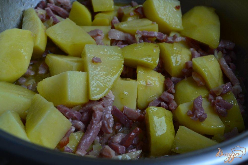 Фото приготовление рецепта: Гороховый суп с белой фасолью шаг №4