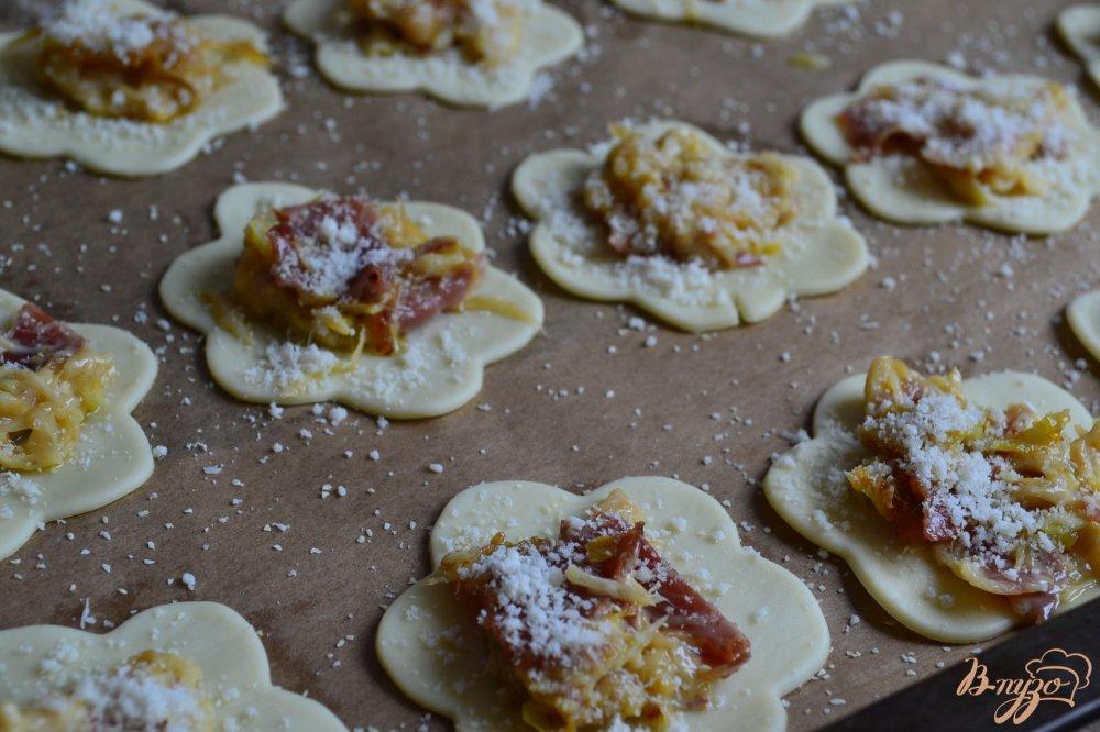 Фото приготовление рецепта: Аперитивная закуска с луком пореем шаг №5
