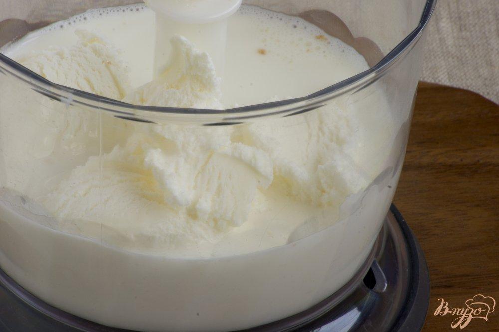 Фото приготовление рецепта: Молочный коктейль с ежевикой шаг №2