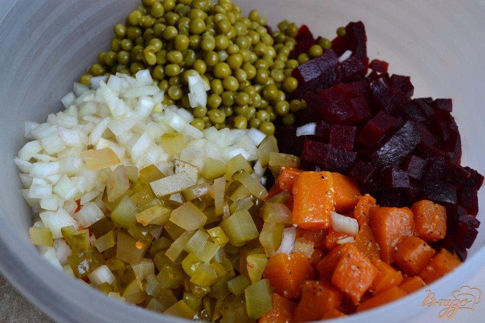 Фото приготовление рецепта: Свекольный салат с кусочками тыквы шаг №4