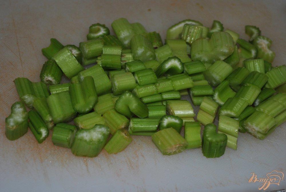 Фото приготовление рецепта: Салат-микс с кукурузой и пророщенной чечевицей шаг №3