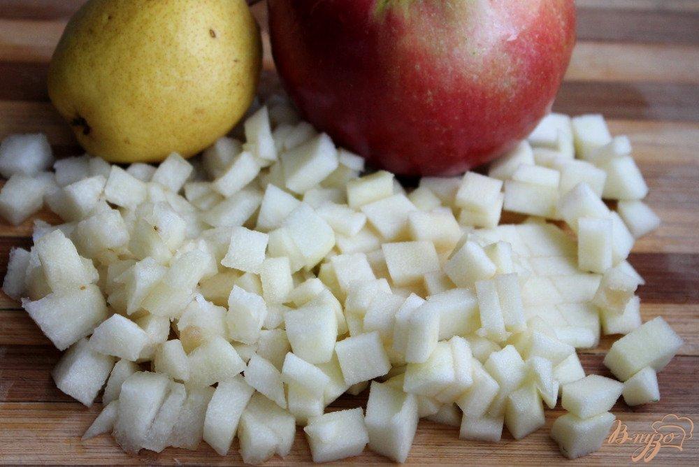 Фото приготовление рецепта: Фруктовый салат с малиновым кремом шаг №5