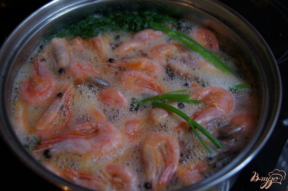 Фото приготовление рецепта: Креветки отварные шаг №2