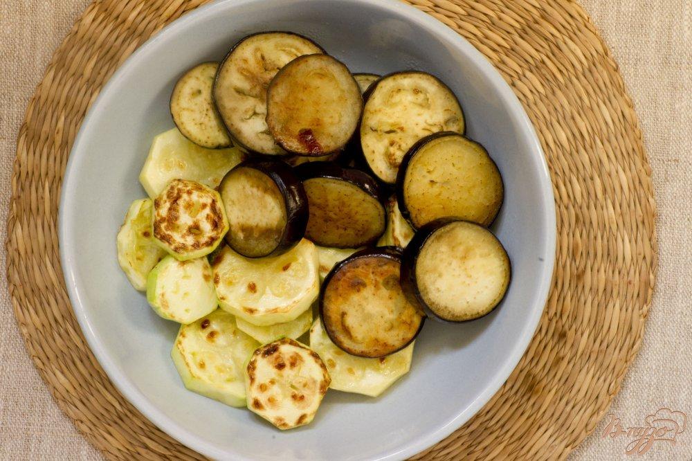 Фото приготовление рецепта: Овощи, запечённые с моцарелло шаг №2