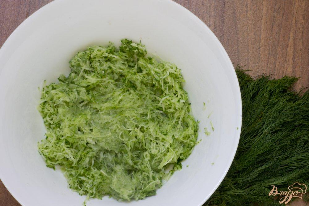 Фото приготовление рецепта: Холодный кефирный суп шаг №2