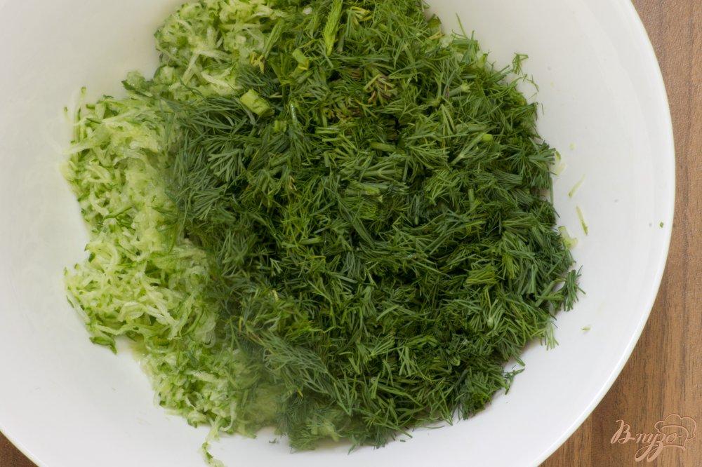 Фото приготовление рецепта: Холодный кефирный суп шаг №4
