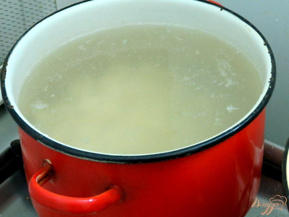 Фото приготовление рецепта: Суп с белыми грибами шаг №2