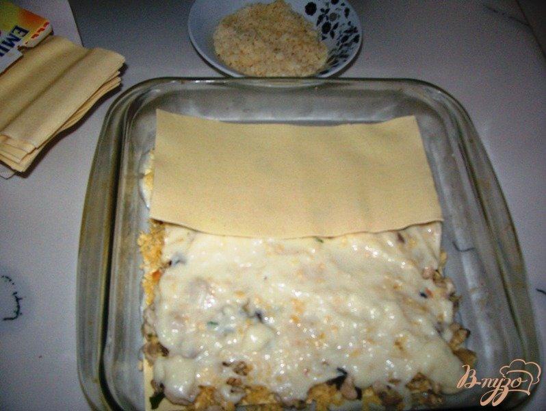 Фото приготовление рецепта: Лазанья с курицей и грибами шаг №7