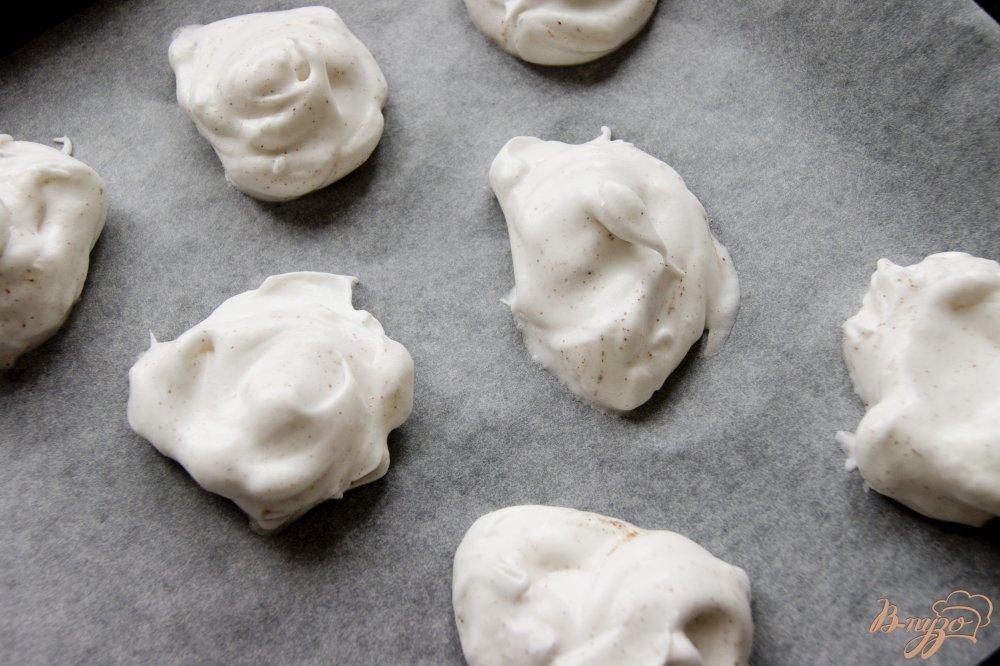 Фото приготовление рецепта: Пряное безе с цукатами шаг №3
