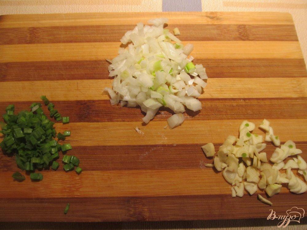 Фото приготовление рецепта: Рис с мидиями и зеленым горошком шаг №2