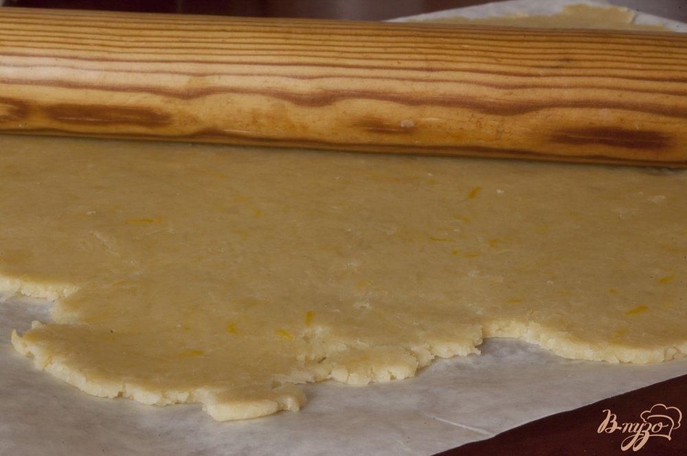Фото приготовление рецепта: Сырное печенье с маслинами и лимоном шаг №9