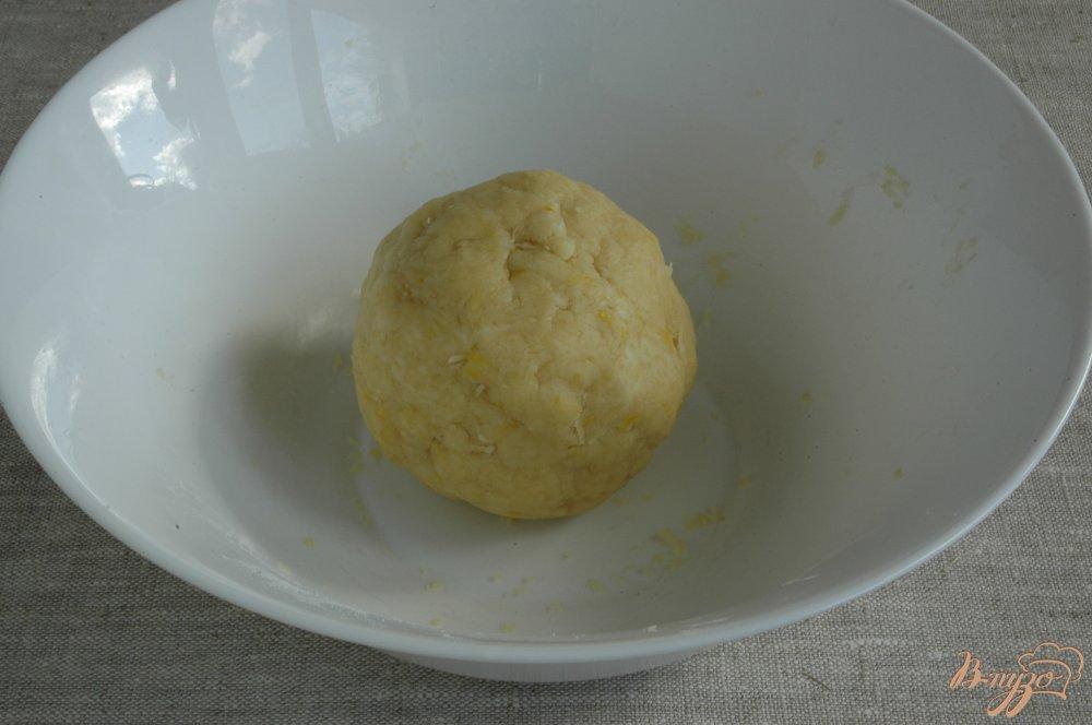 Фото приготовление рецепта: Сырное печенье с маслинами и лимоном шаг №6