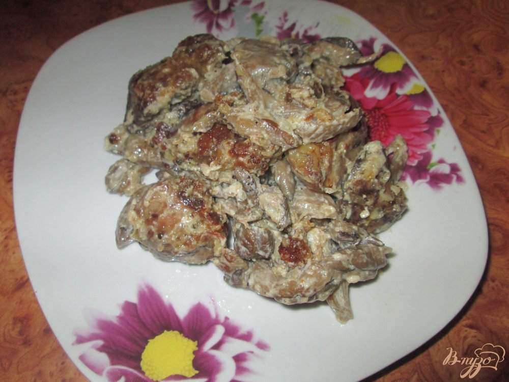 Фото приготовление рецепта: Куриная печень с грибным соусом шаг №6