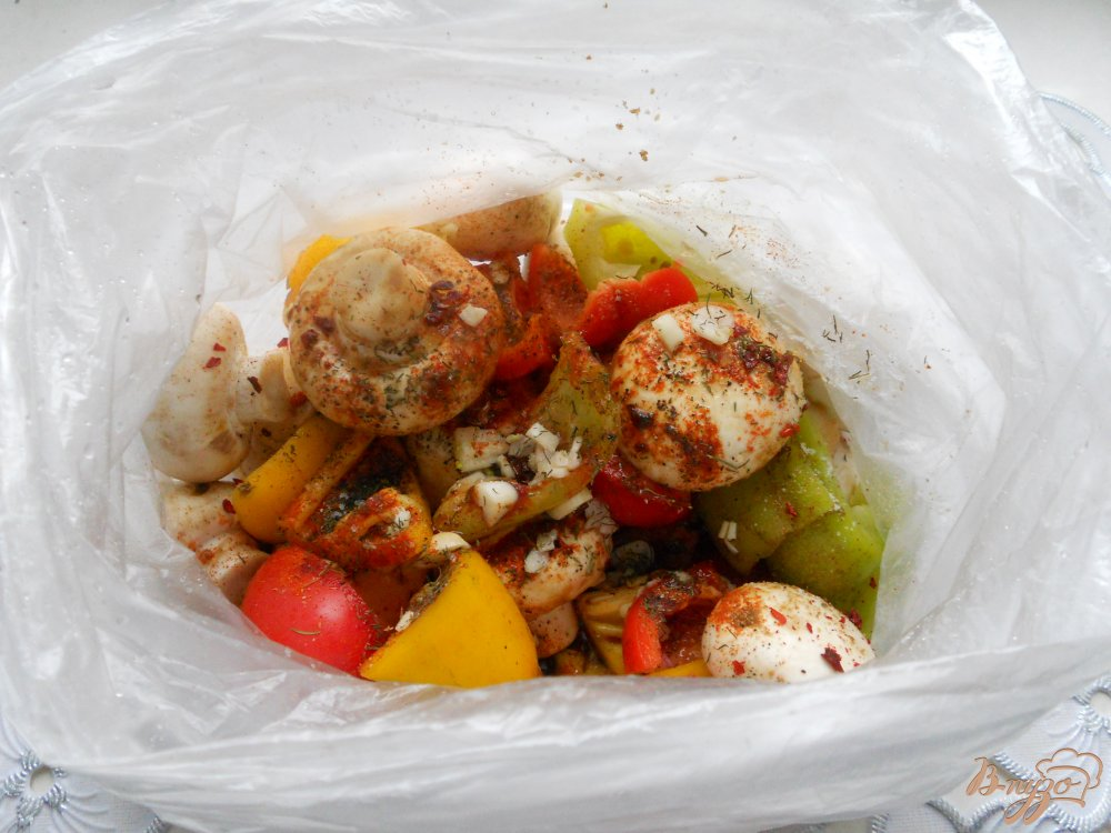 Фото приготовление рецепта: Шашлычки из шампиньонов со сладким перцем в духовке шаг №2