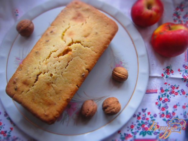 Кекс с орехами и клюквой