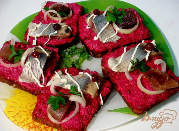 Бутерброды из сельди и свеклы