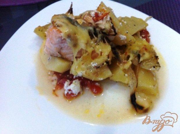 Запеченый лосось с картофелем и луком